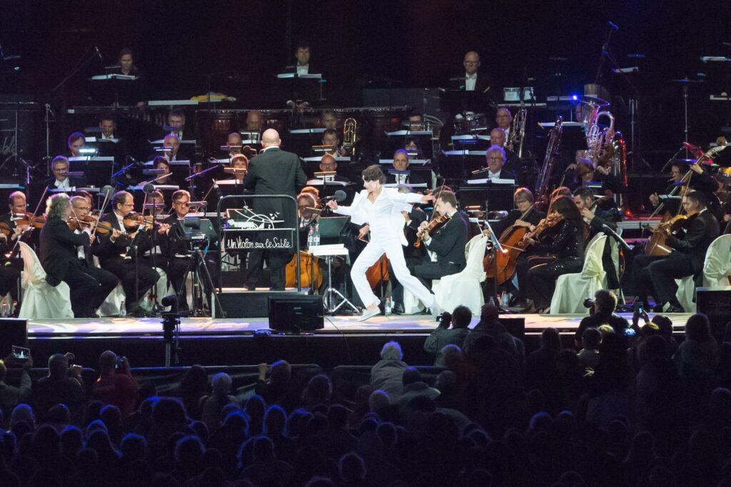 Ballerina Ksenia Parkhatskaya si esibisce da sola con l'orchestra dell'opera di Parigi