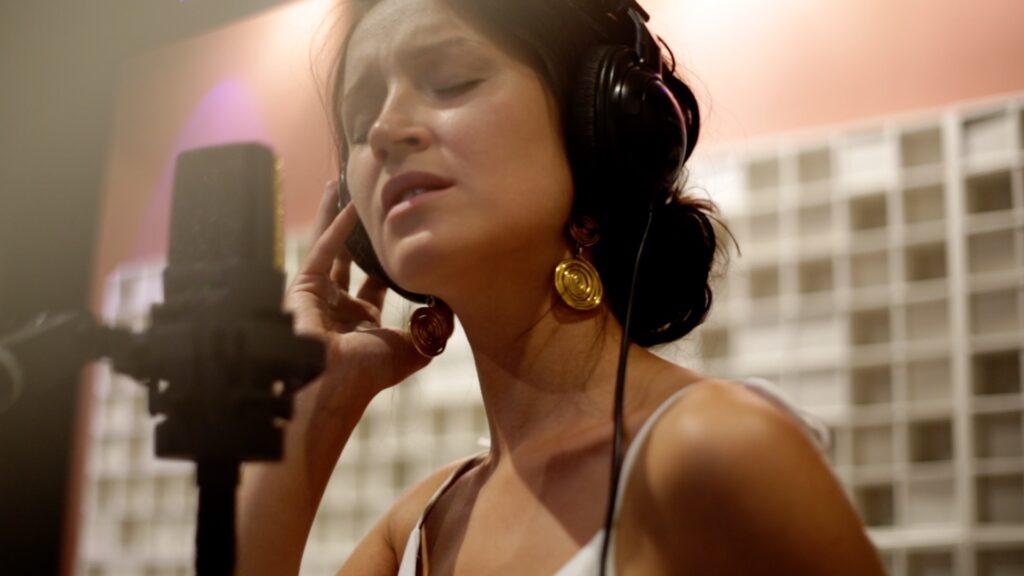 Singer - Songwriter Ksenia Parkhatskaya song behind my eyes